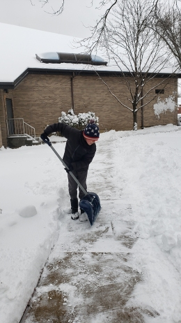 student shovelers3